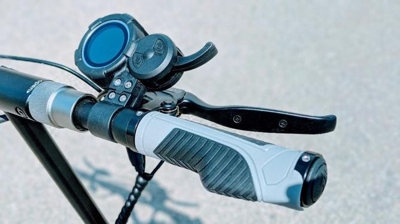 Evolv Tour XL Handlebars With LCD Panel and Finger Throttle