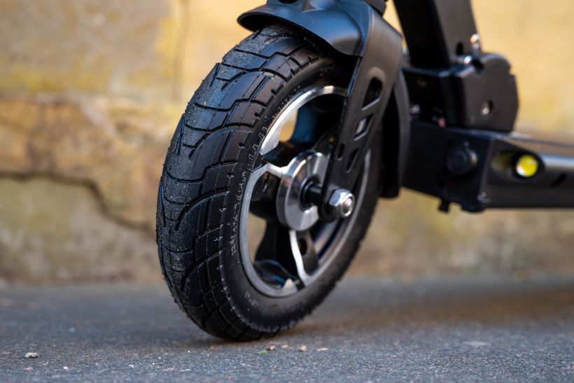 Close Up of Horizon Front Air-Filled Tire