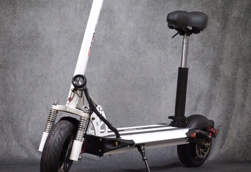 EMOVE Cruiser With Seat Attached