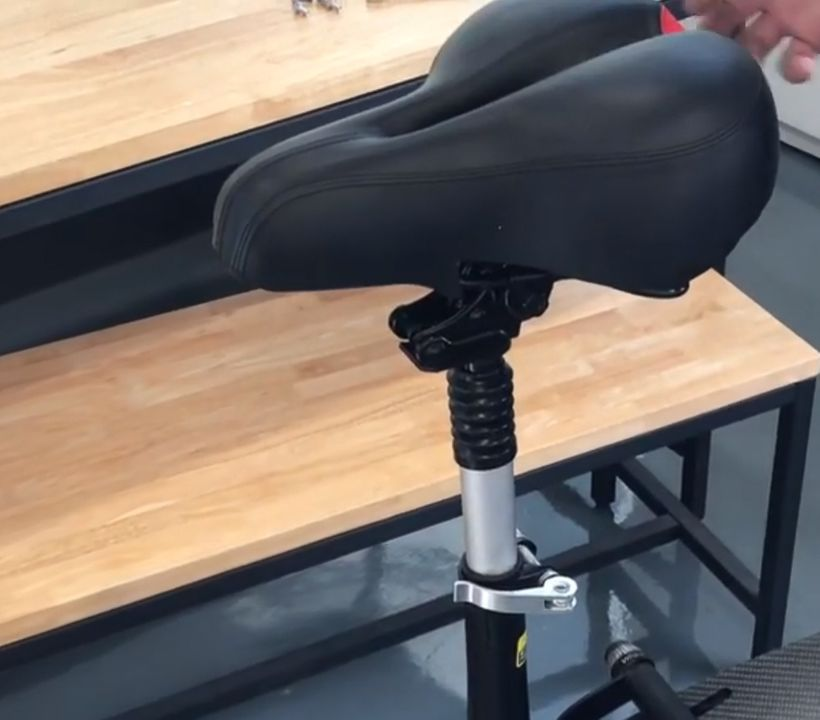 Zero 8 Seat Post and Saddle