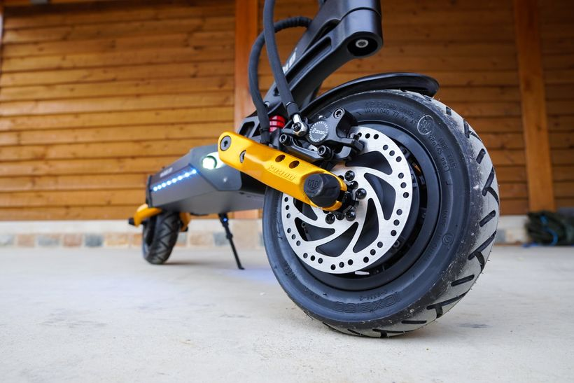 Mantis Pro SE Front Plush Air-Filled and Gold Swingarm