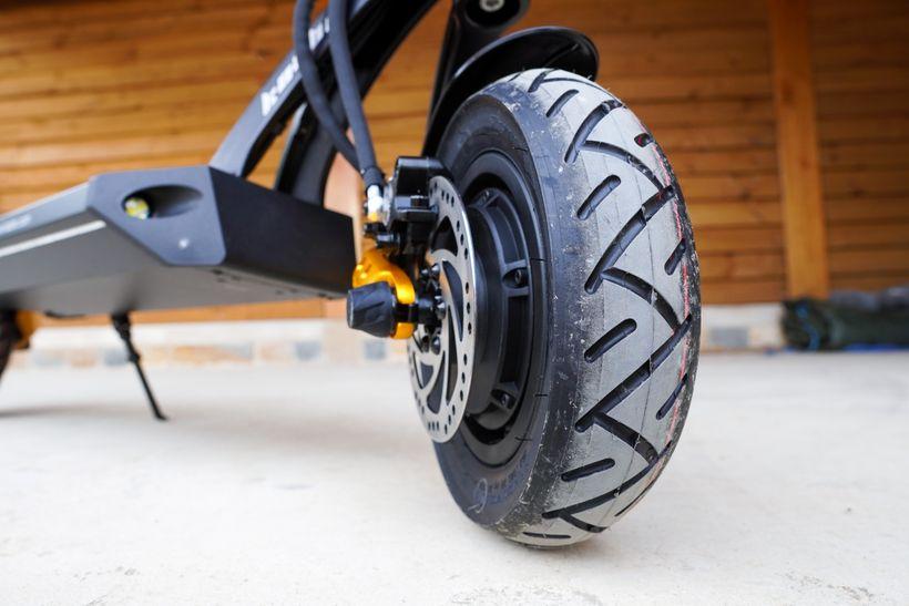 Mantis Pro SE Front Plush Air-Filled Tire