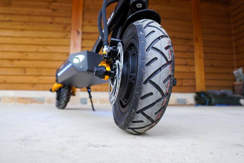Mantis Pro SE Front Tire Tread