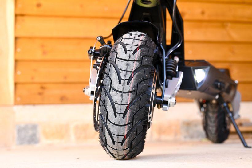 Apollo Phantom Plush Tire