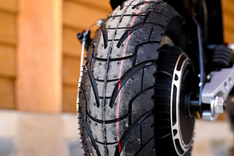 Apollo Phantom Tire Tread
