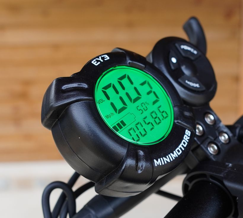 Close up of Mantis Pro MiniMotors EY3 Display