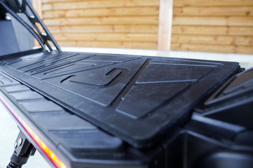 Kugoo G2 Pro Grooves in Rubber Deck