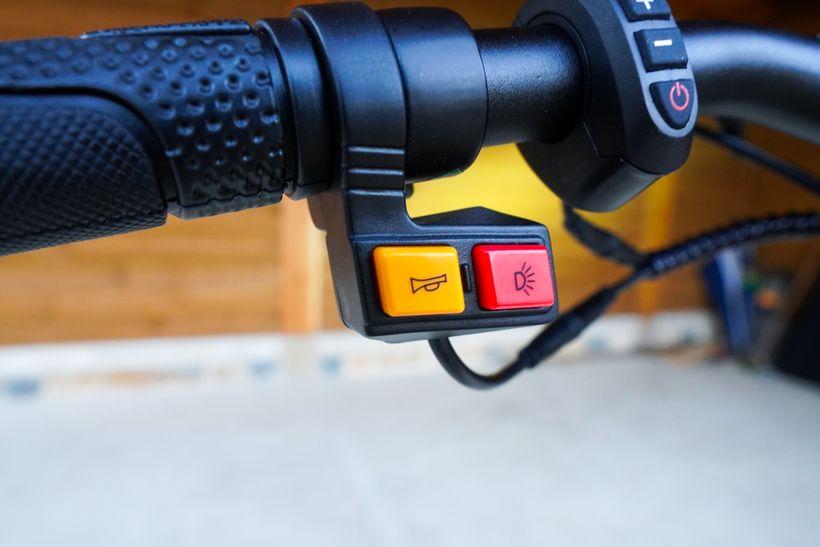 Kugoo G2 Pro Horn and Light Buttons