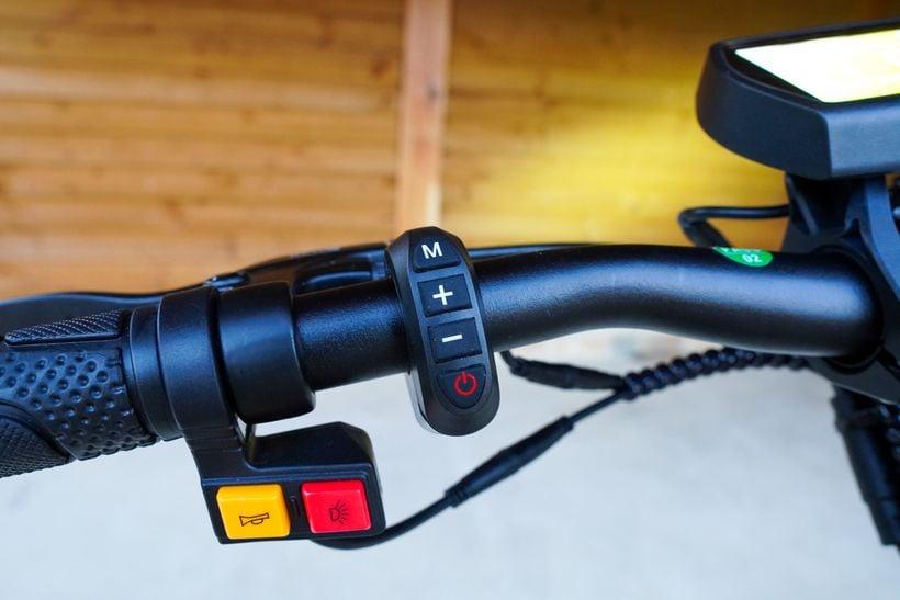 Kugoo G2 Pro Scooter Controls